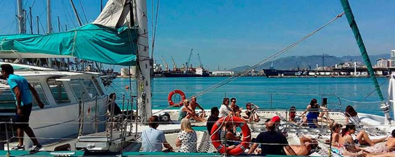 Valencia Sailing Cruise with Bathing and Seaside Lunch